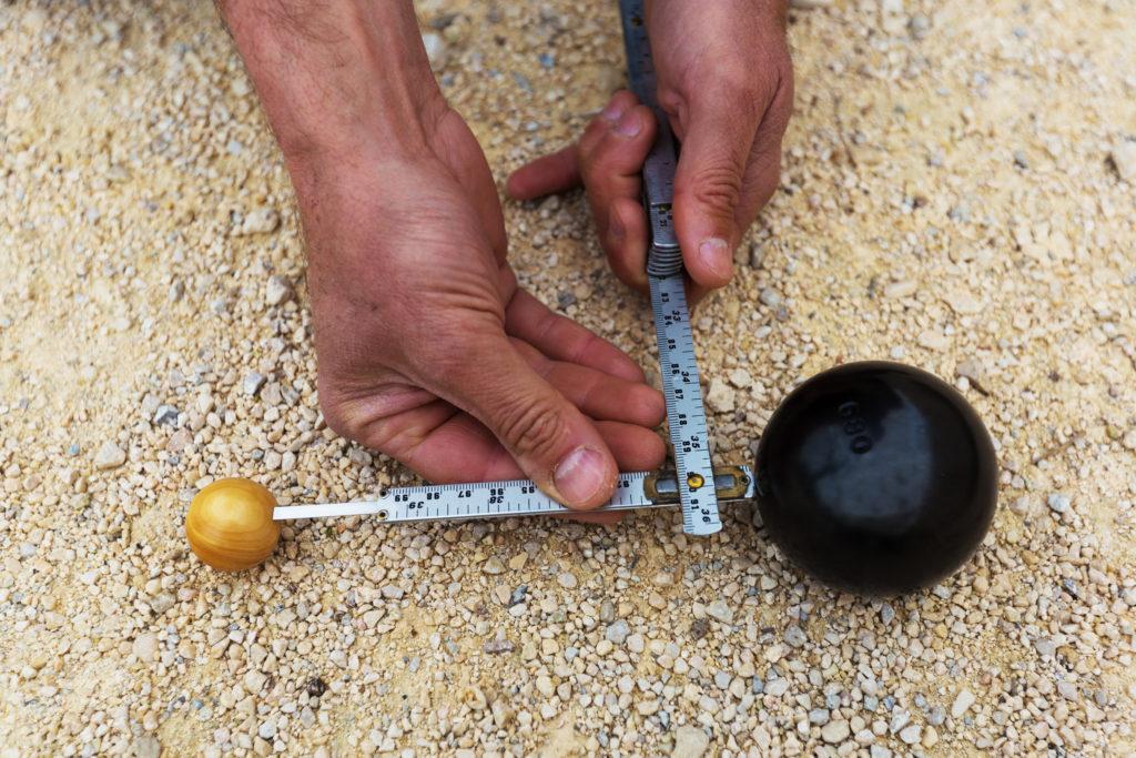 Mètre pour mesurer à la pétanque
