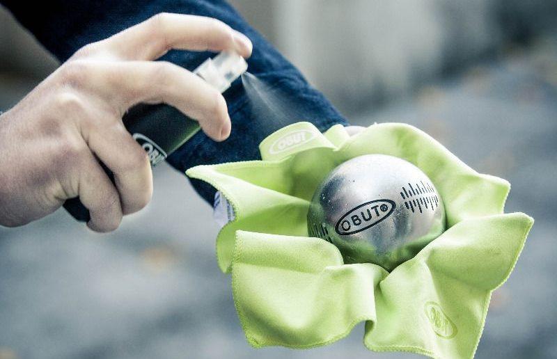 Nettoyage de boules de pétanque